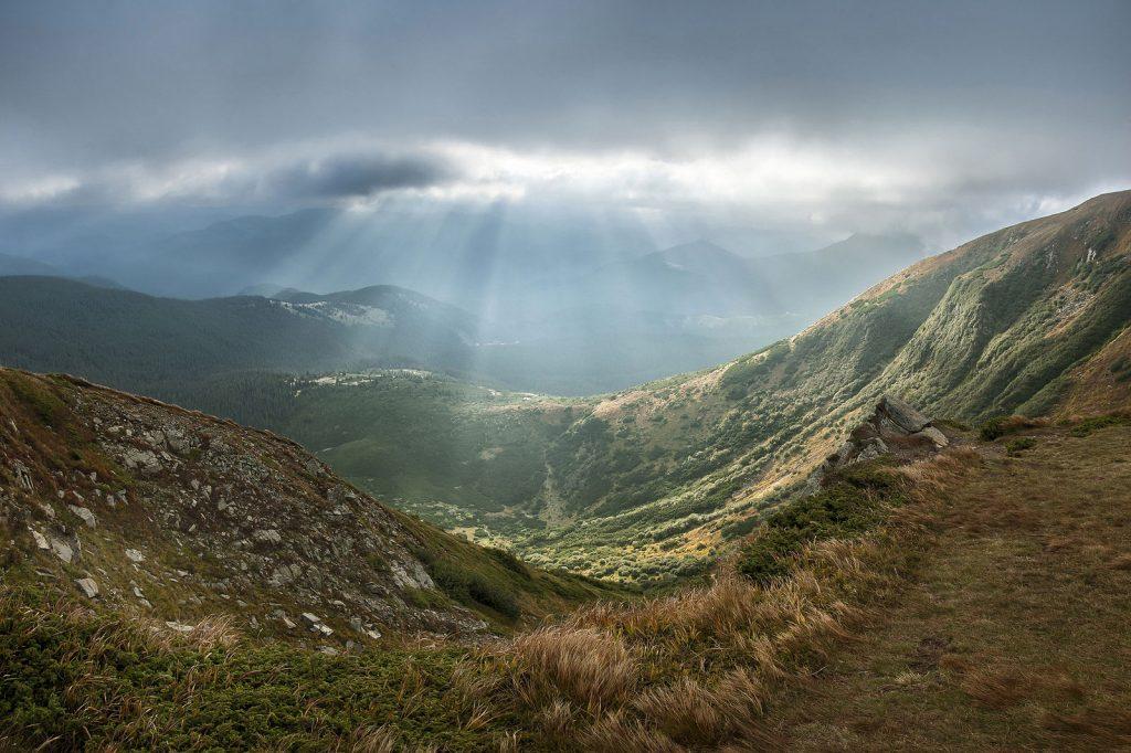 1e prix monde - Vue du parc naturel national des Carpates depuis le mont Hoverla, la plus haute montagne d'Ukraine. Balkhovitin, CC-by-SA 3.0