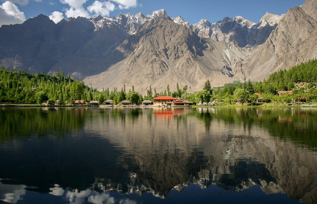 1e prix monde - Vue du lac Shangrila dans le parc national du Karakoram central, Pakistan, par Zaeem Siddiq (Zaeemsiddiq), CC-bySA 3.0