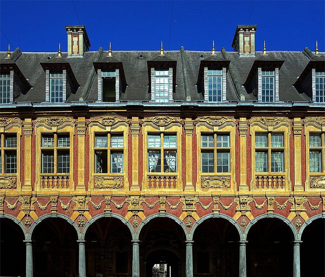 Intérieur de la Vieille Bourse (Classé) de Lille. Par Velvet (Travail personnel) [CC BY-SA 3.0 (http://creativecommons.org/licenses/by-sa/3.0)], via Wikimedia Commons